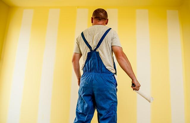 Pędzle, wałki czy pistolet – czym najlepiej malować ściany?