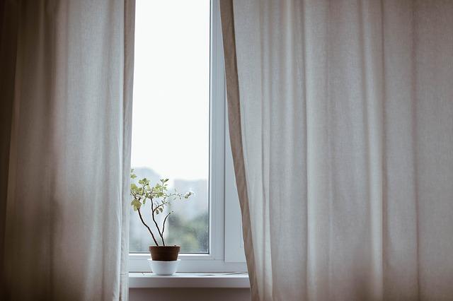 Nawiewniki okienne – ciśnieniowe czy higrosterowane?