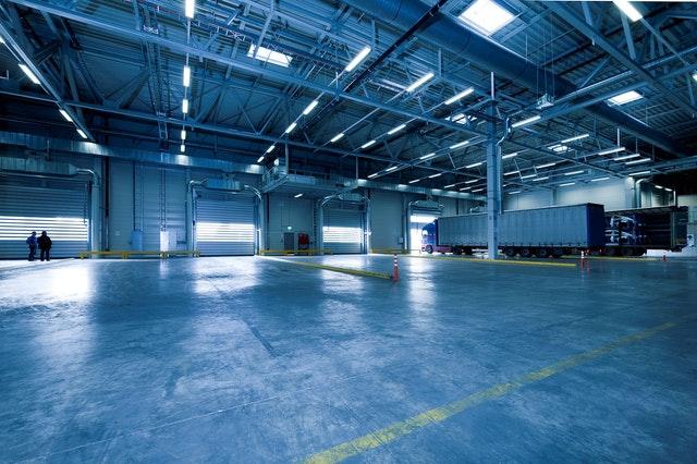 Posadzki przemysłowe – wszystko co musisz wiedzieć o posadzkach narażonych na ekstremalne warunki